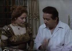 نور الشريف وبوسي في فيلم كروانه